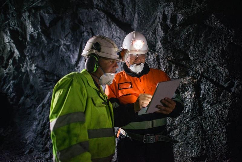 Подземно разработване на полезни изкопаеми